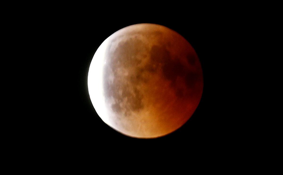 القمر فى مدينة بون الألمانية