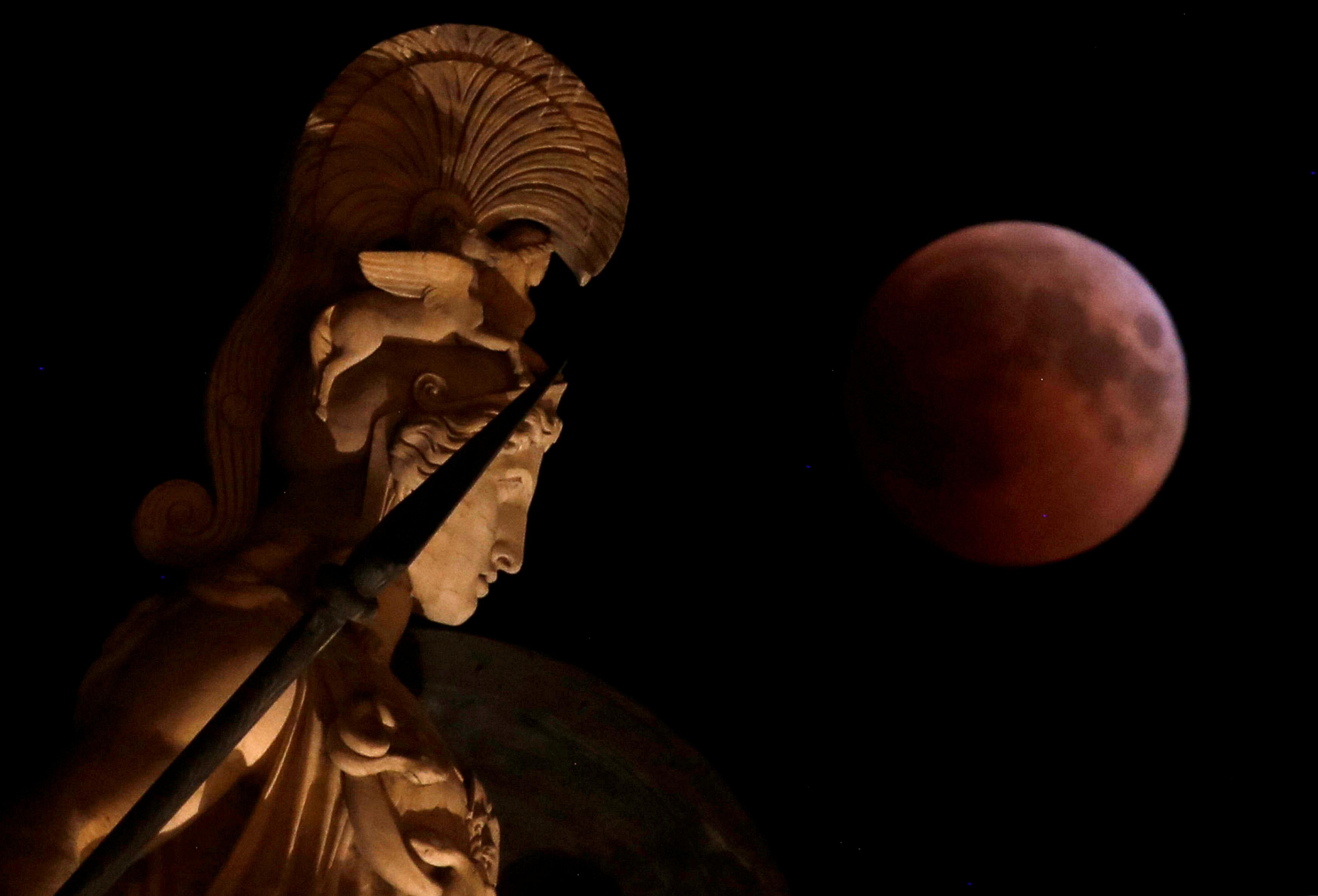 خسوف القمر في اليونان