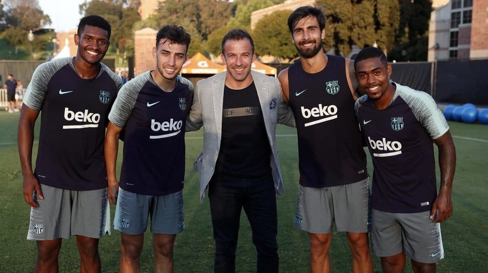 ديل بييرو مع لاعبى برشلونة