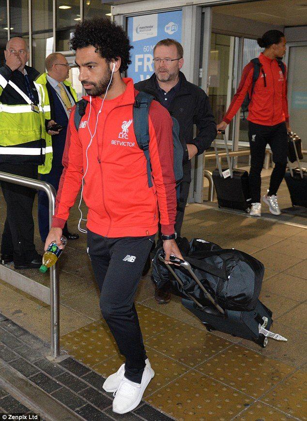 محمد صلاح يصل انجلترا مع ليفربول