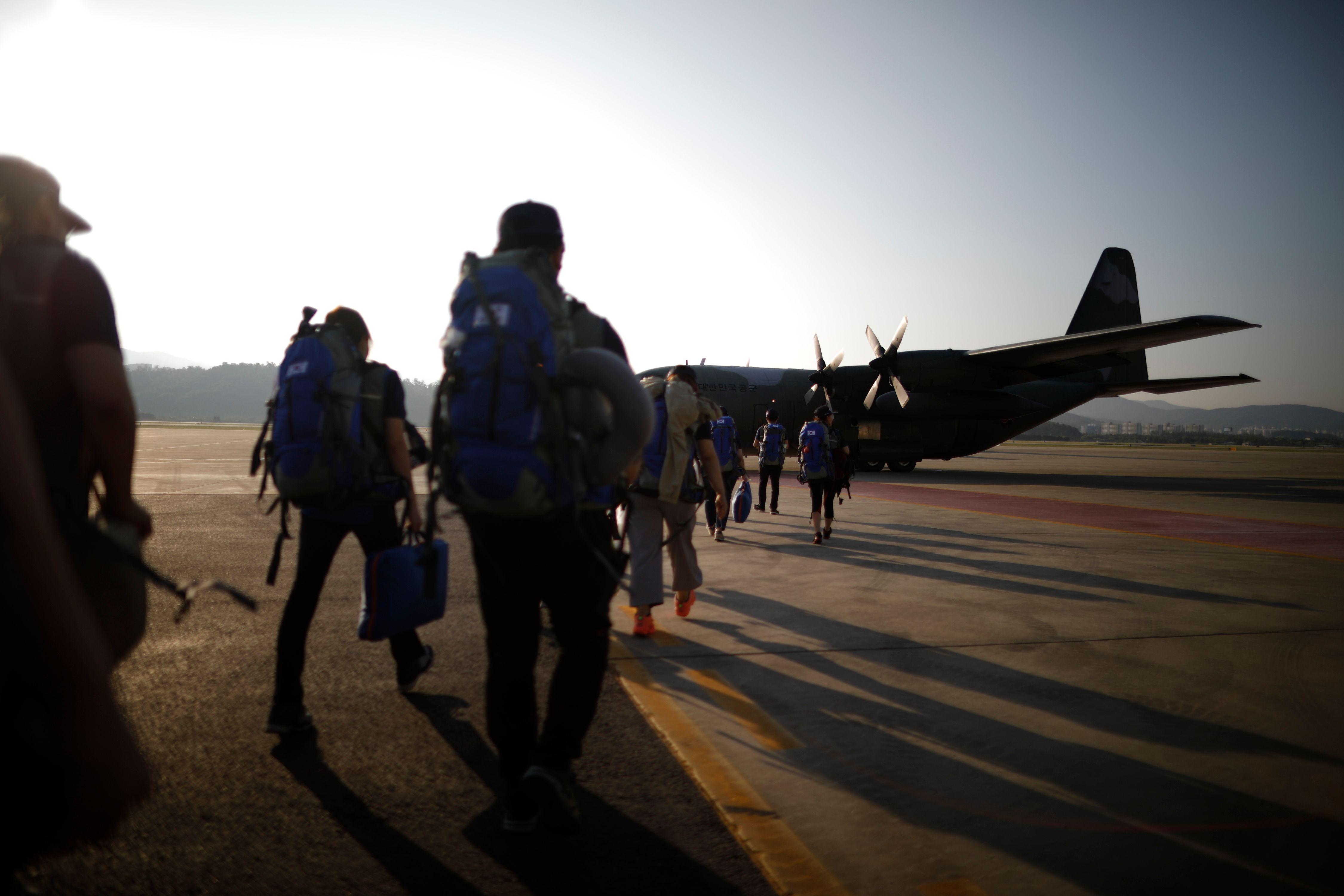رجال الانقاذ فى لاوس