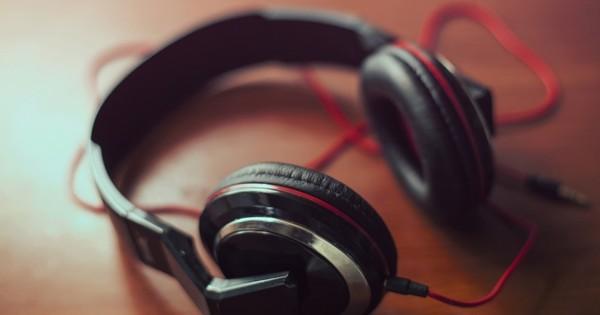 أضرار سماعات الأذن