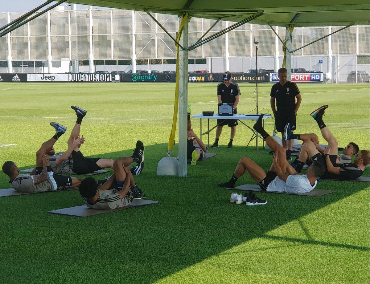 رونالدو وجانب من التدريبات البدنية مع لاعبى يوفنتوس