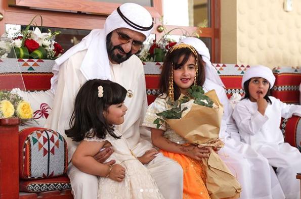 محمد بن راشد آل مكتوم يلبي دعوة سلطان بن علي السبوسي إلى مأدبة الغداء