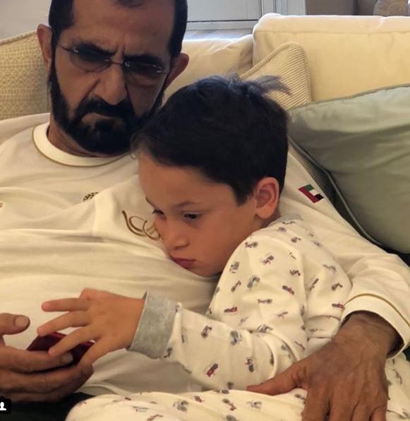 الشيح محمد بن راشد مع نجله زايد