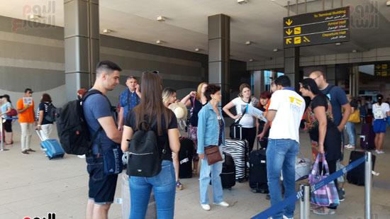 السياح الألمان بمطار الغردقة