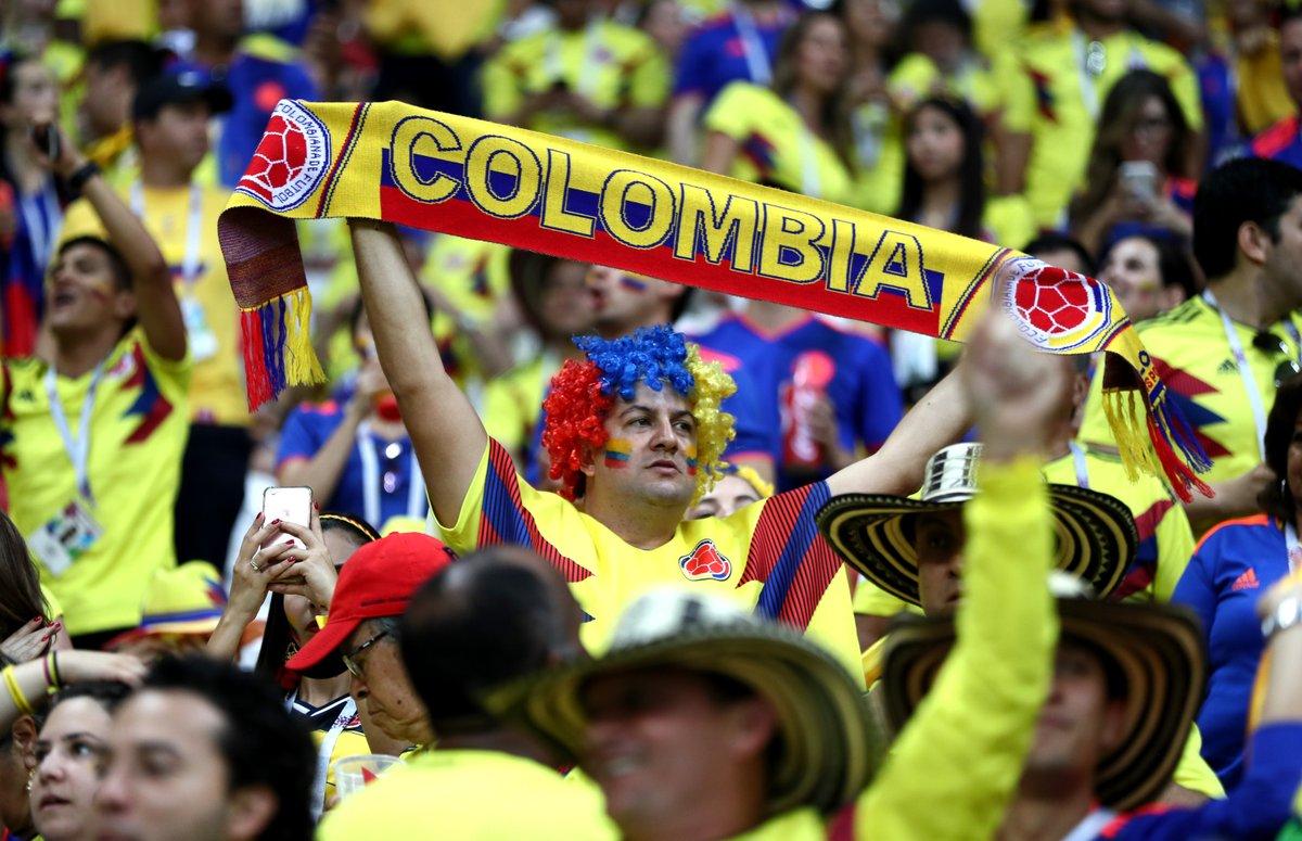الجماهير الكولومبية تستقبل اللاعبين (1)