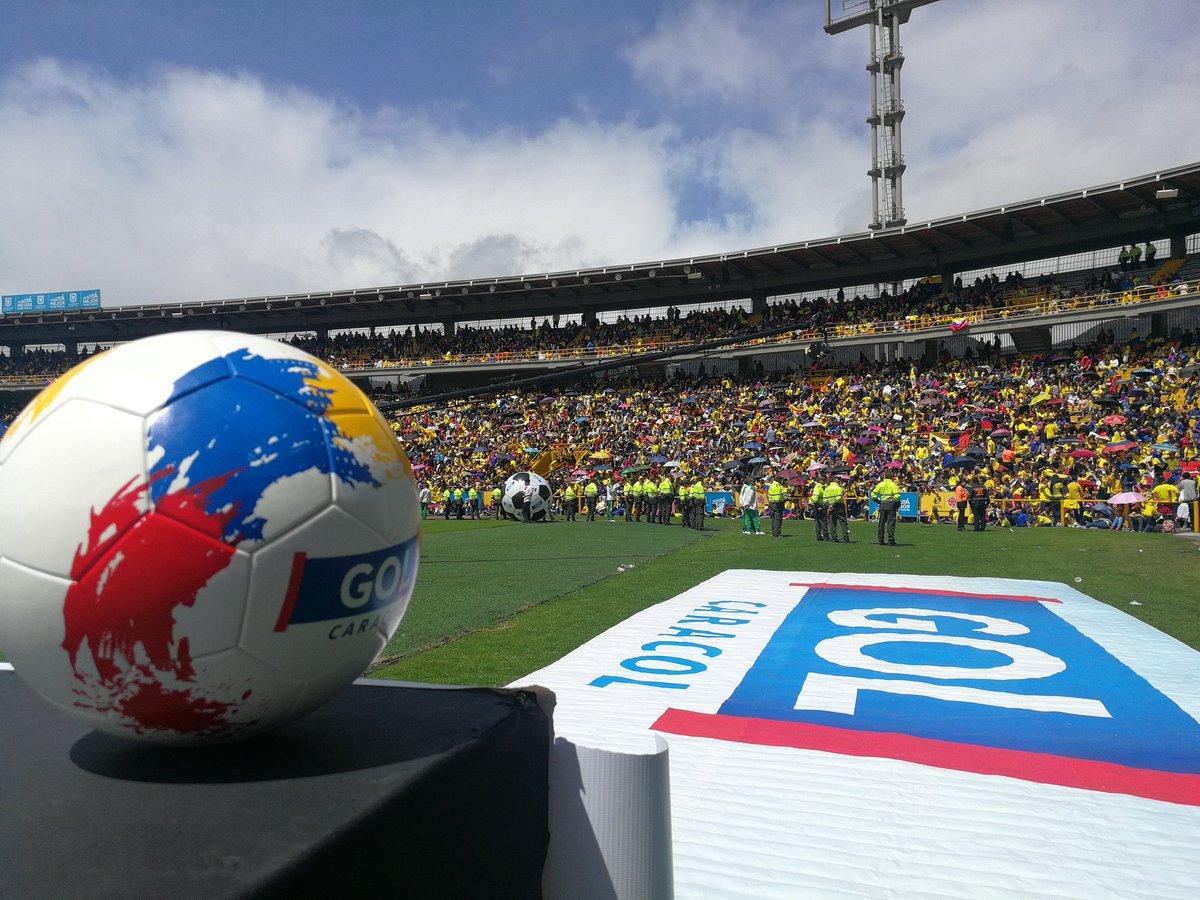 الجماهير الكولومبية تستقبل اللاعبين
