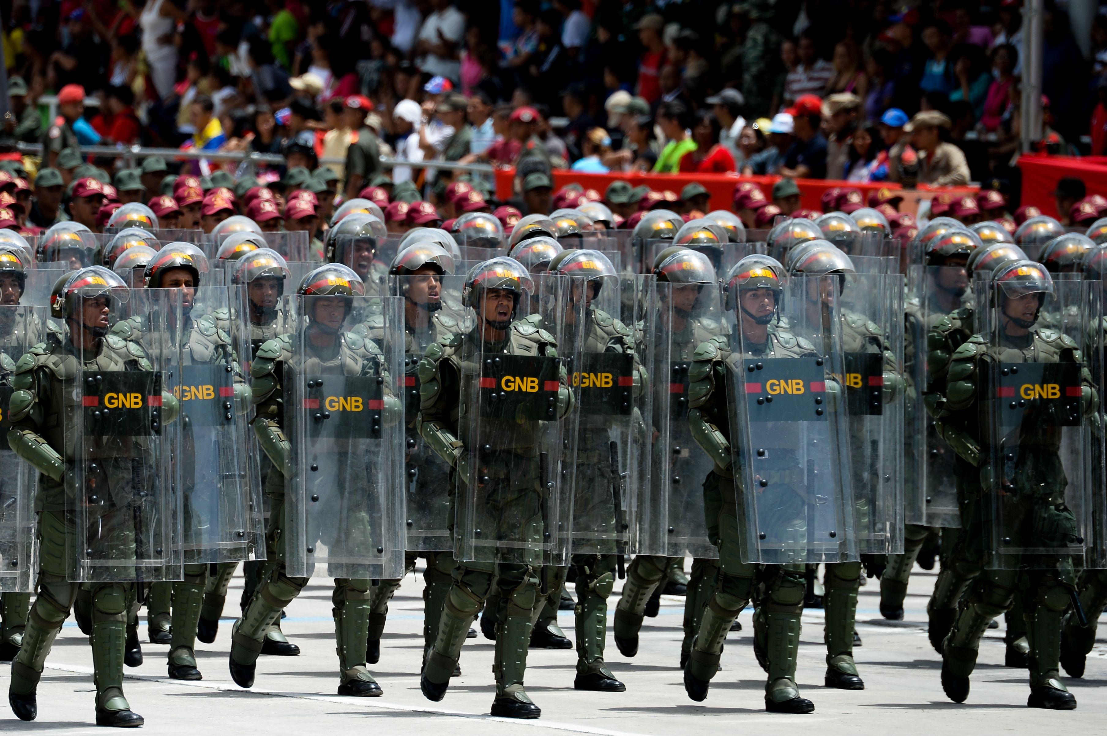 جنود يشاركون فى الاستعراض