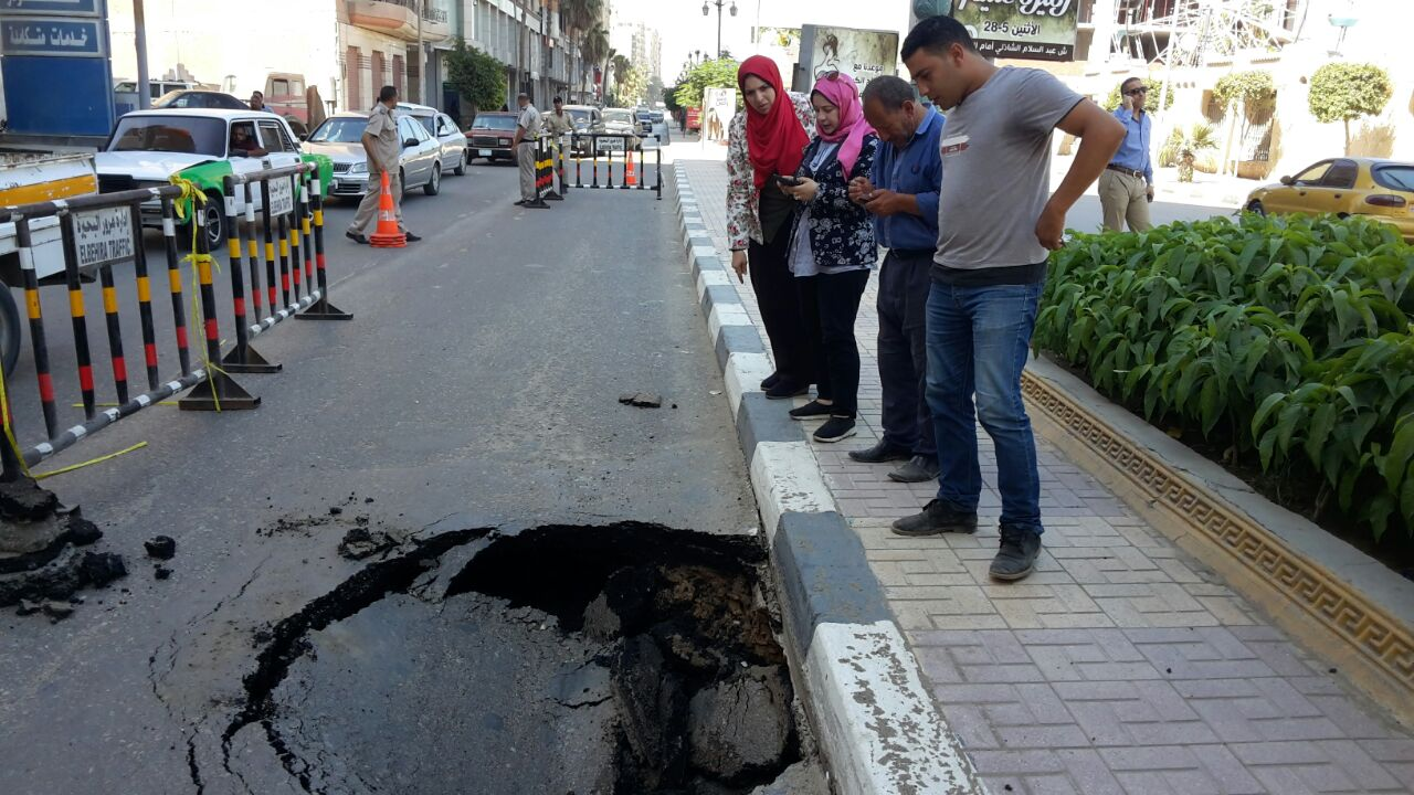 إصلاح الهبوط الأرضى بمدينة دمنهور (3)