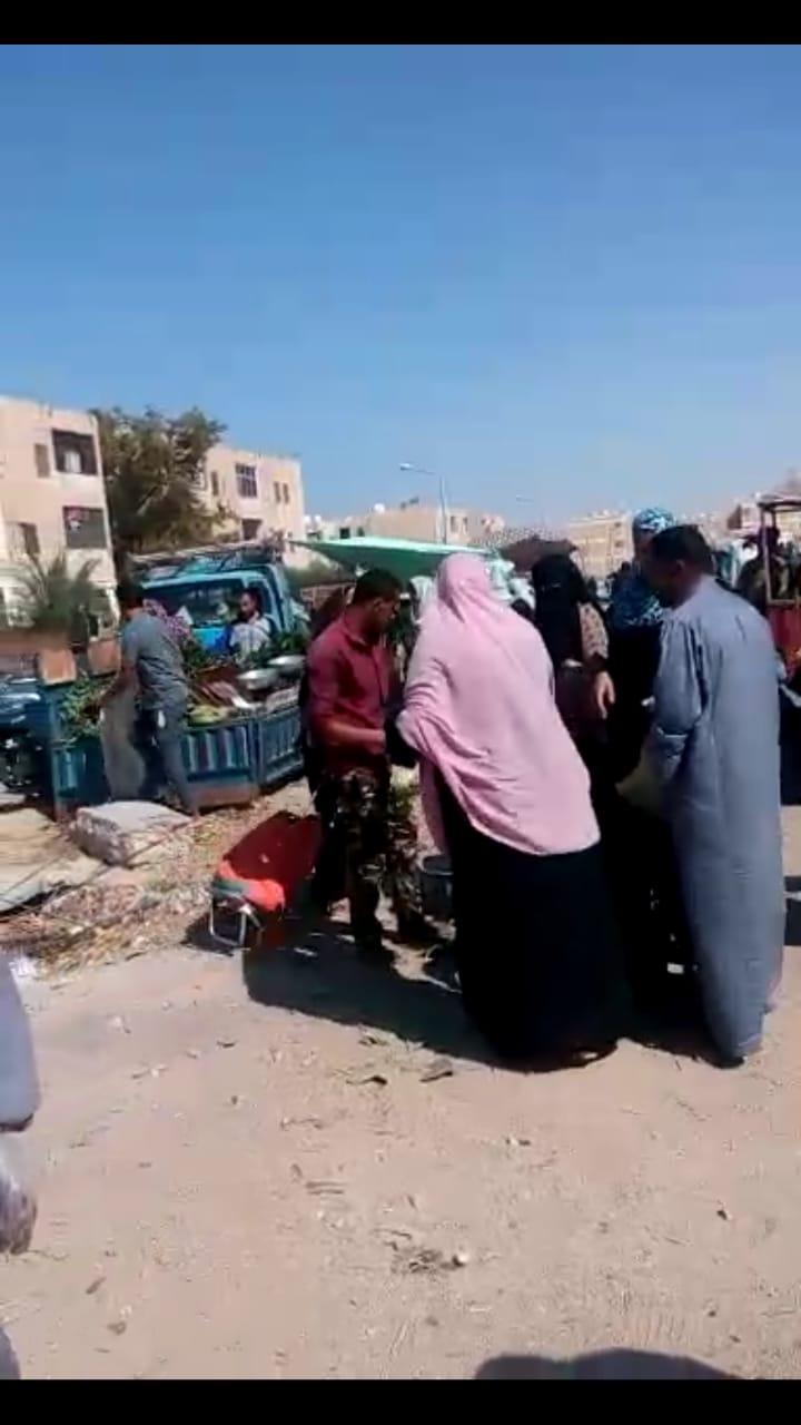 رئيس مدينة طور سيناء يتفقد سوق حى بدر (1)