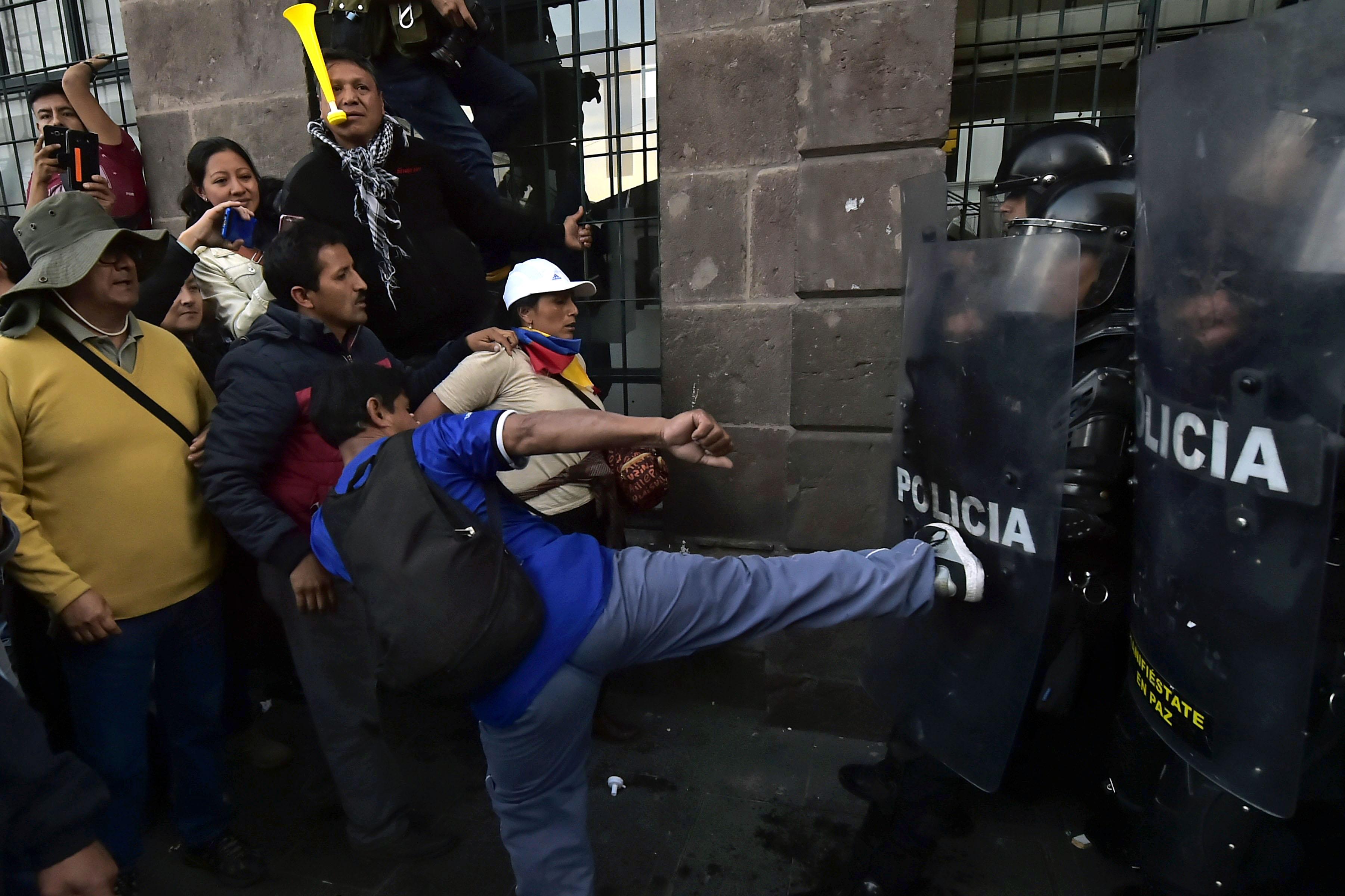 الاعتداء على الشرطة فى الاكوادور