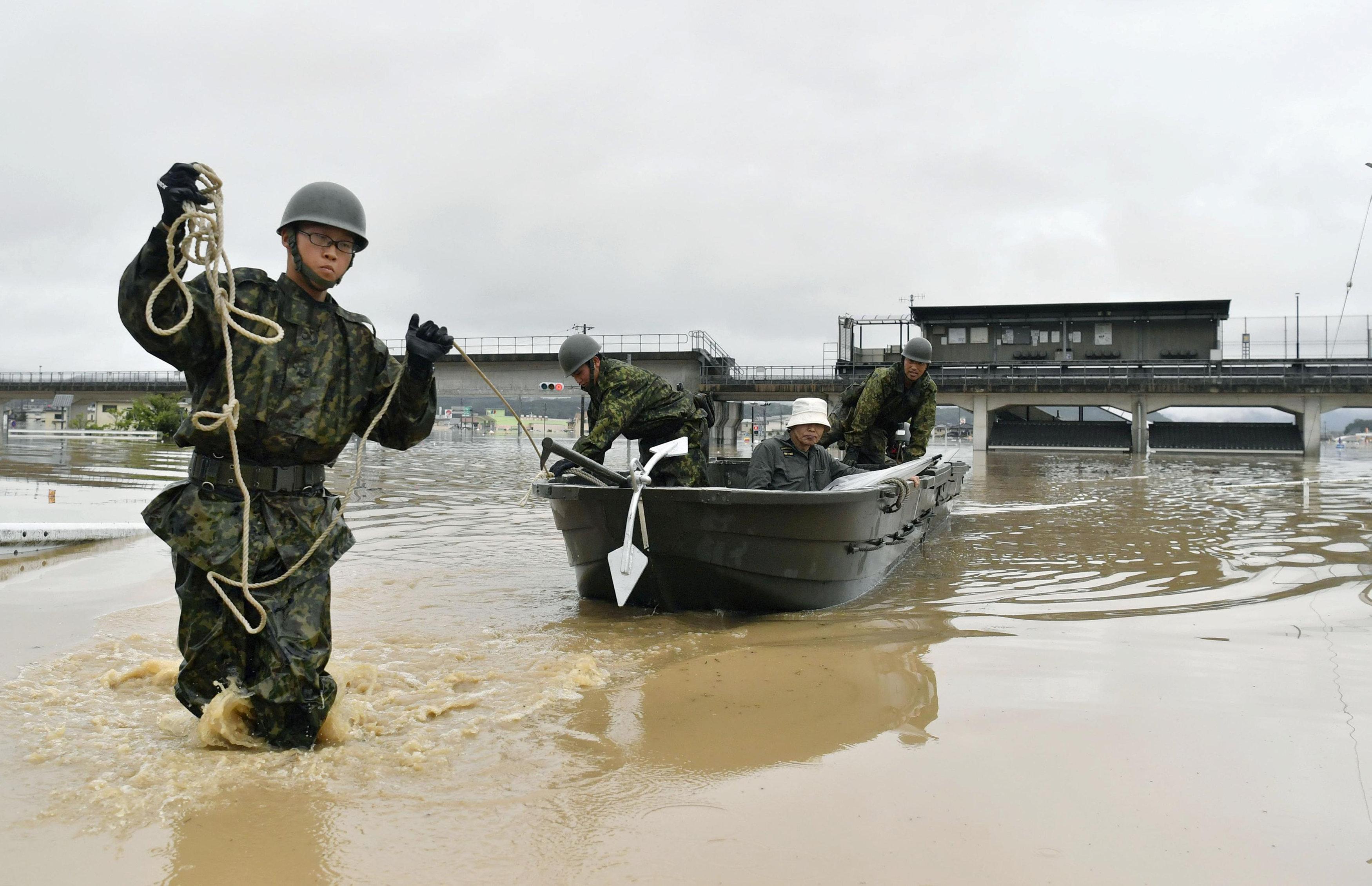 جيش اليابان يجلى السكان