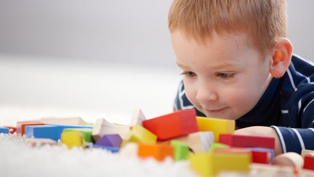 اللعب من بين نصائح لعلاج مرض التوحد