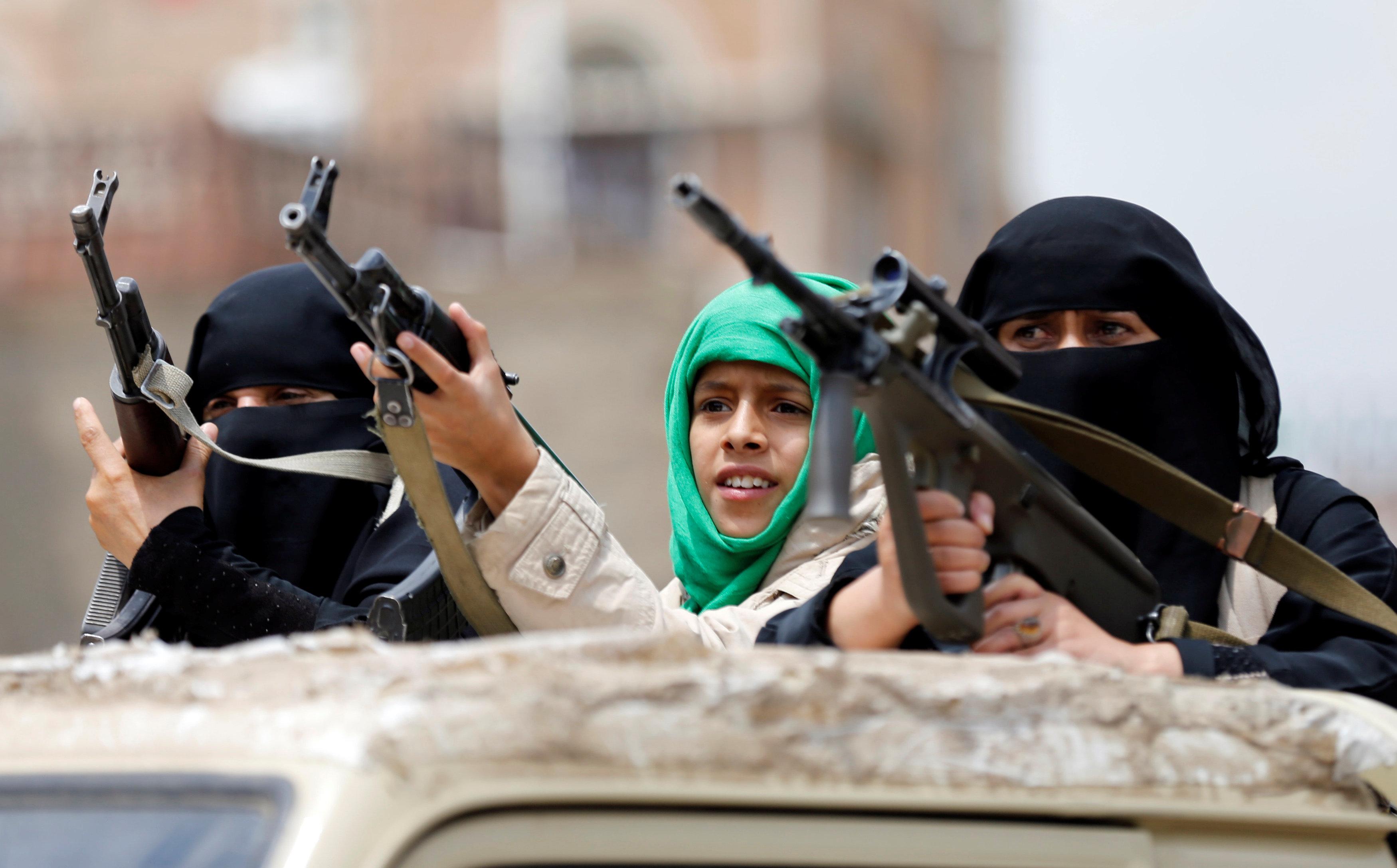 أطفال يحملون السلاح فى اليمن