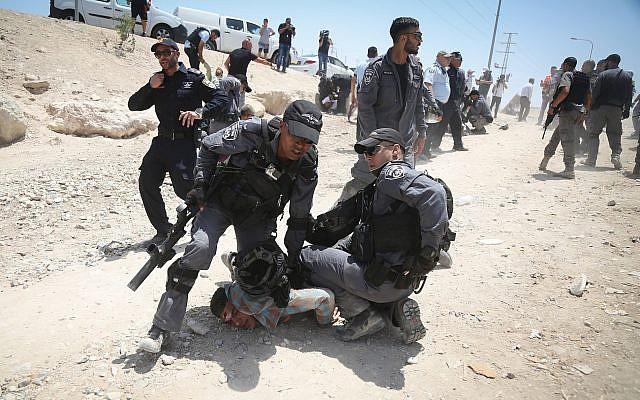 ههمجية الاحتلال ضد لافلسطينيين بالخان الاحمر
