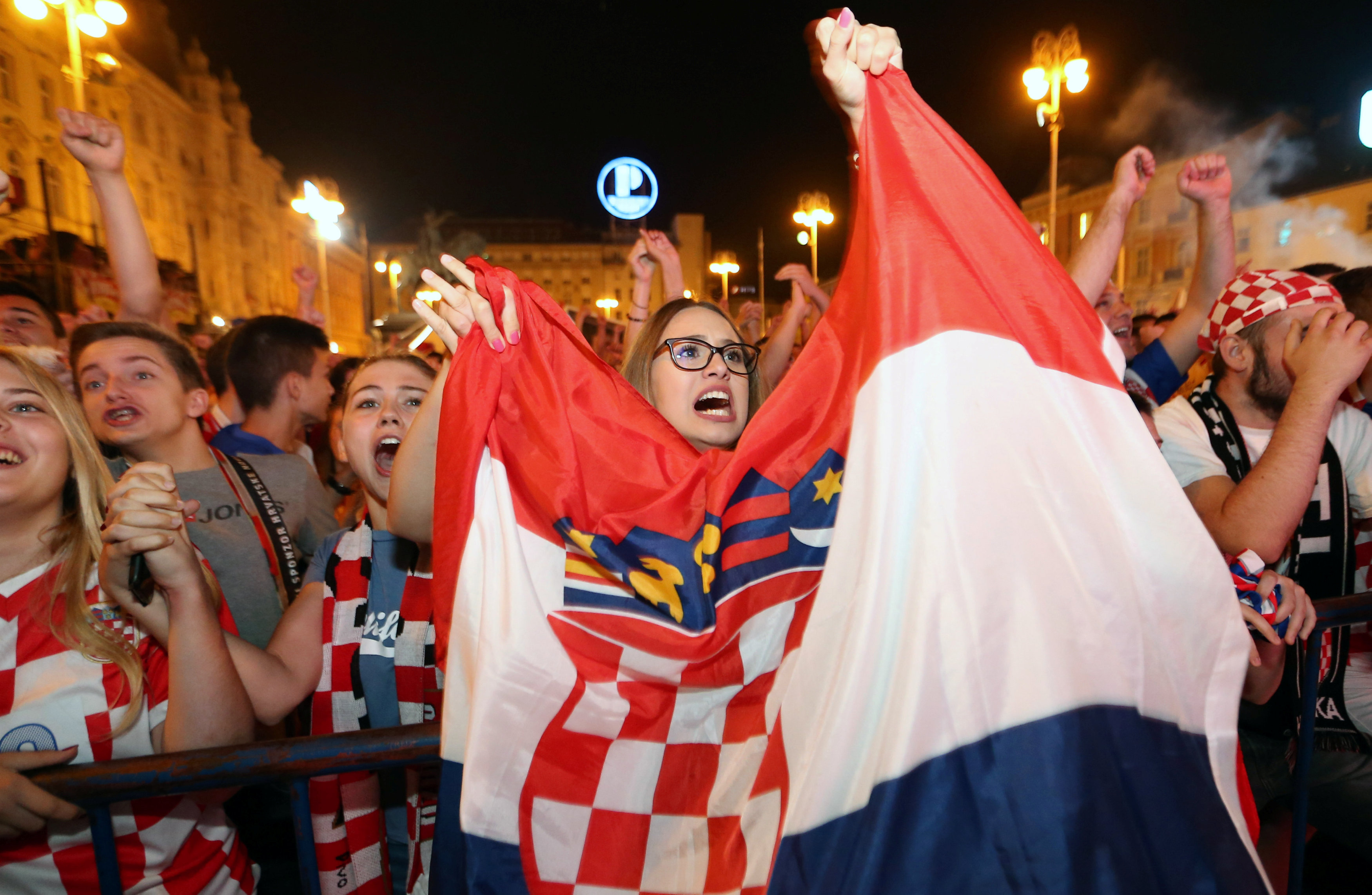 احتفالات منتخب كرواتيا بعد التأهل لنصف نهائي مونديال 2018 (7)