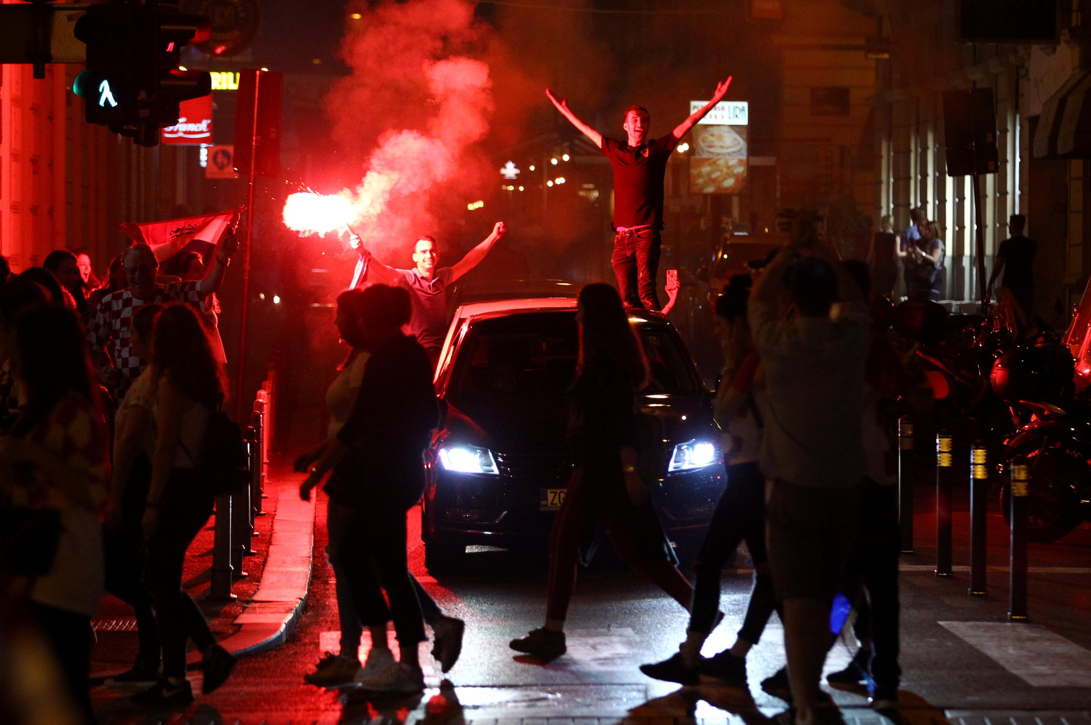 احتفالات منتخب كرواتيا بعد التأهل لنصف نهائي مونديال 2018 (5)