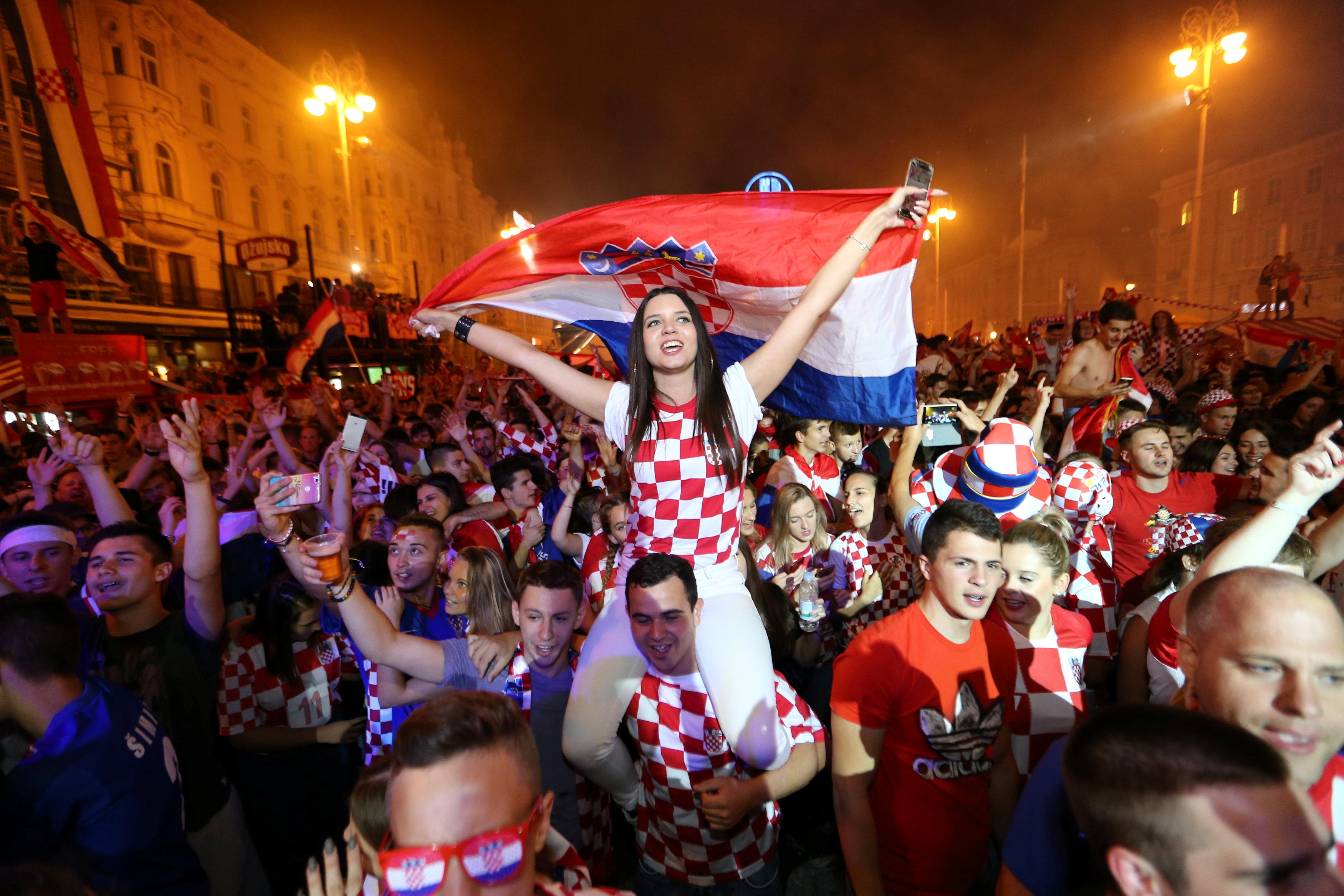 احتفالات منتخب كرواتيا بعد التأهل لنصف نهائي مونديال 2018 (6)