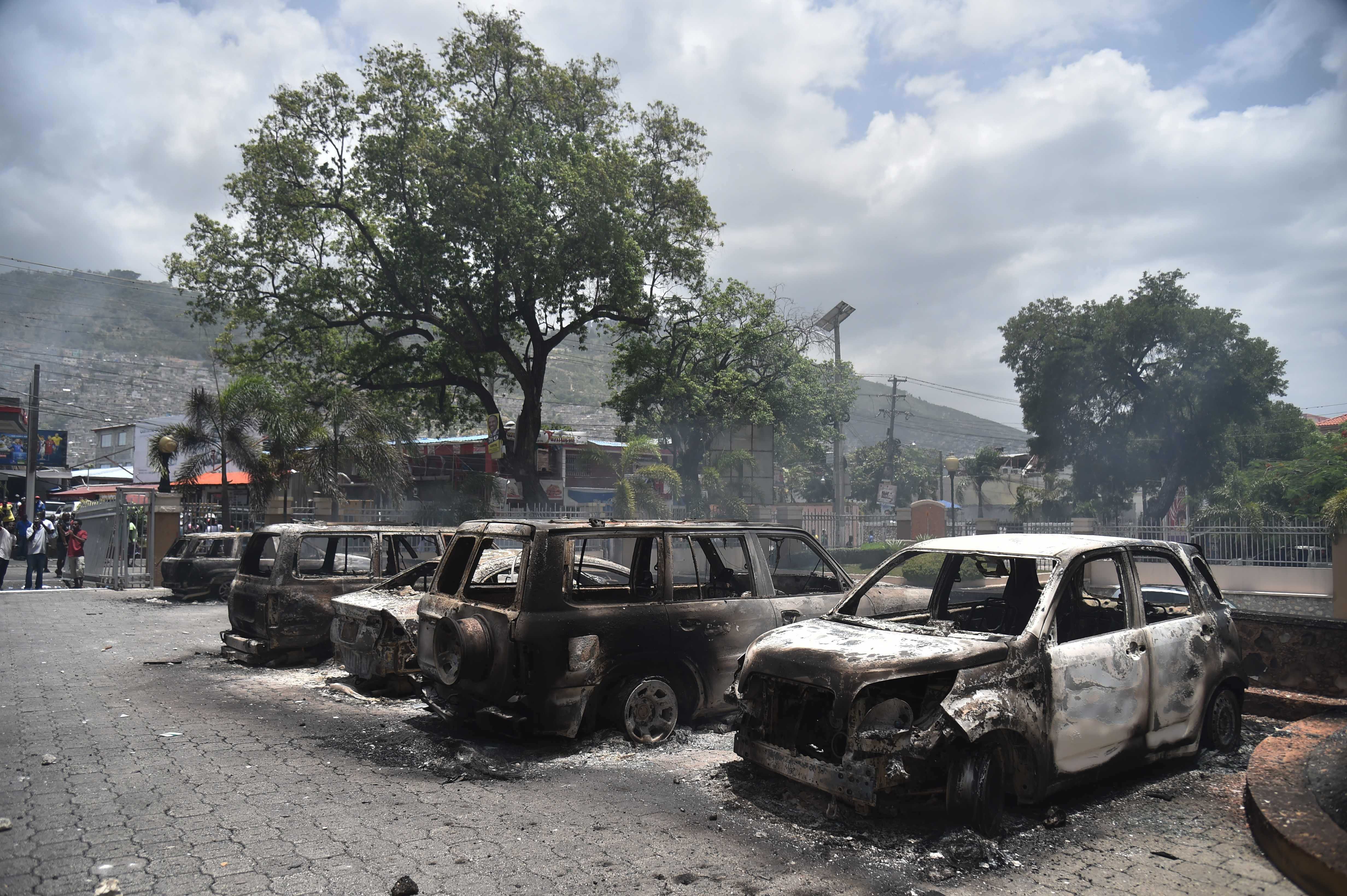 احراق عدد من السيارات