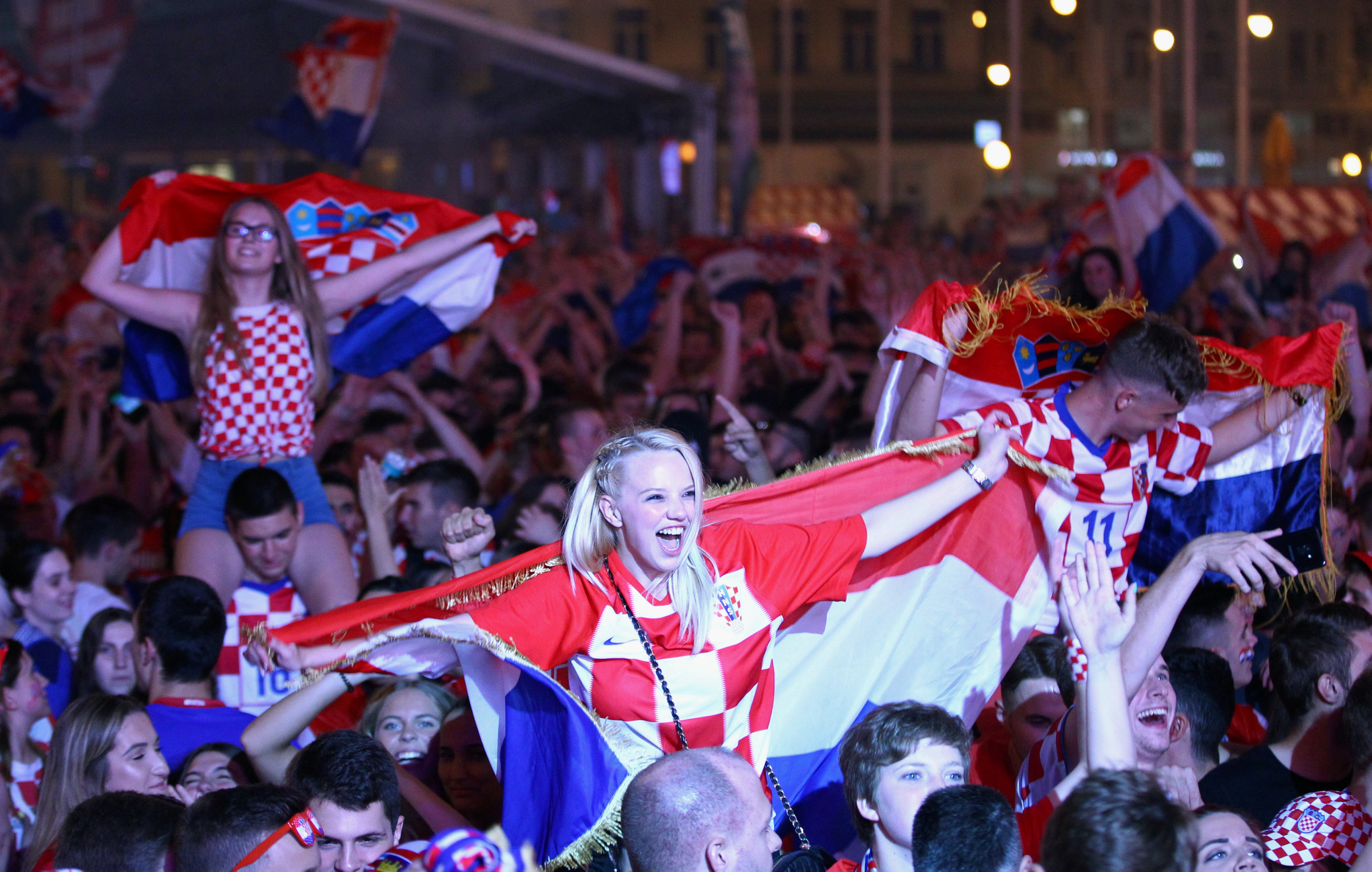 احتفالات منتخب كرواتيا بعد التأهل لنصف نهائي مونديال 2018 (3)