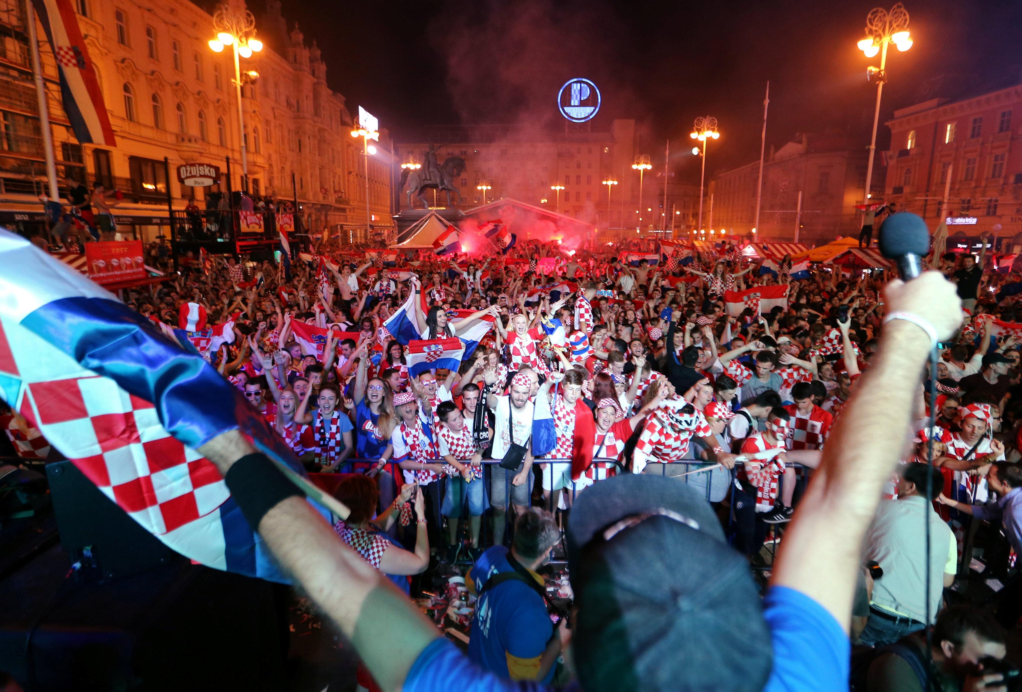 احتفالات منتخب كرواتيا بعد التأهل لنصف نهائي مونديال 2018 (1)