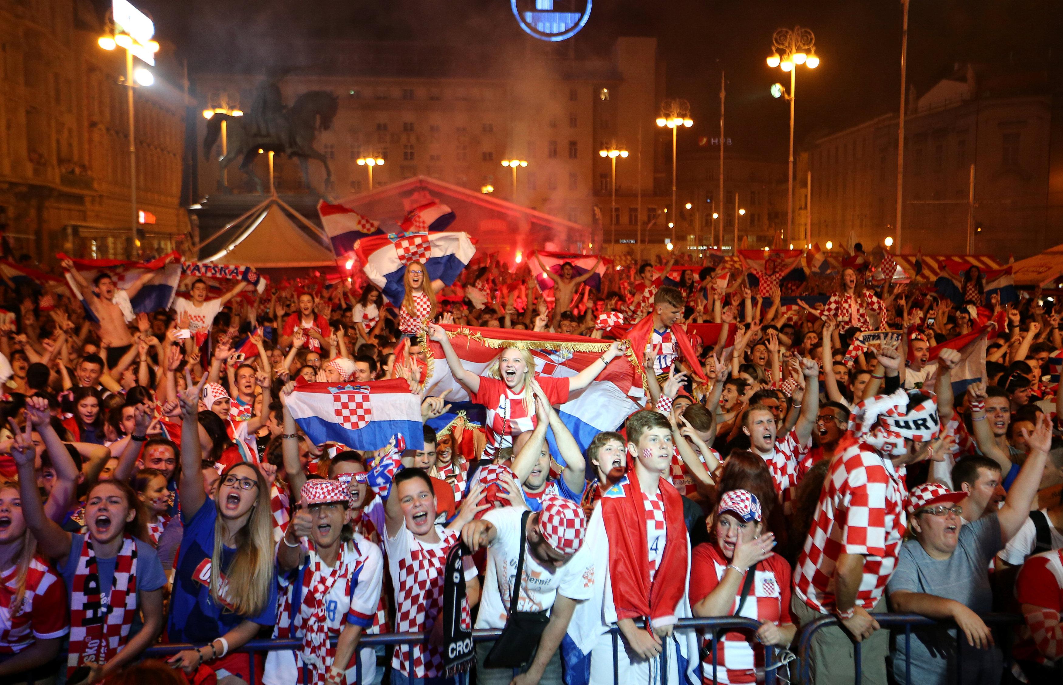 احتفالات منتخب كرواتيا بعد التأهل لنصف نهائي مونديال 2018 (2)