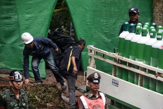 جهود إنقاذ مجموعة فتية محاصرين داخل كهف فى تايلاند