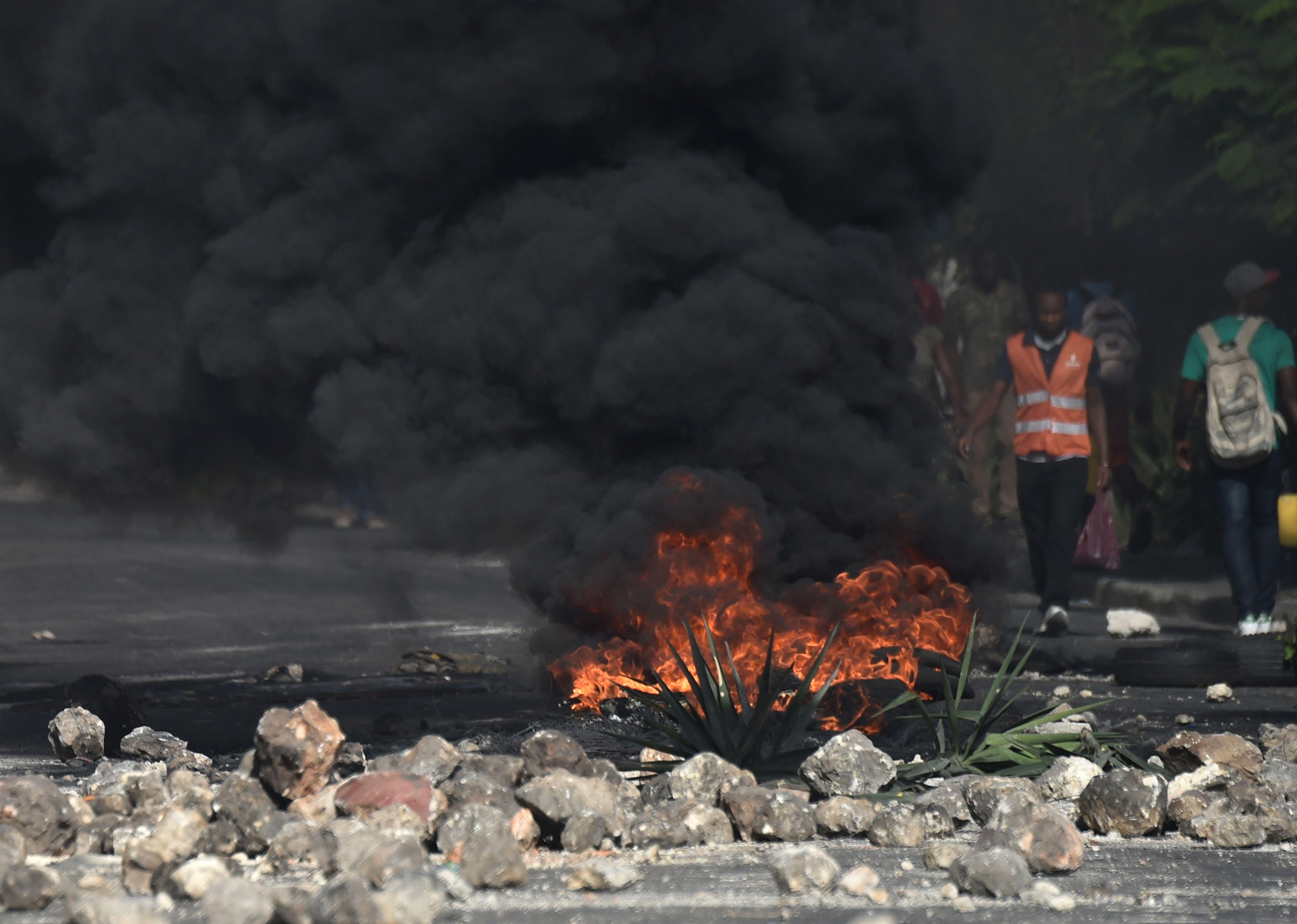 اشعال النيران فى شوارع هايتى