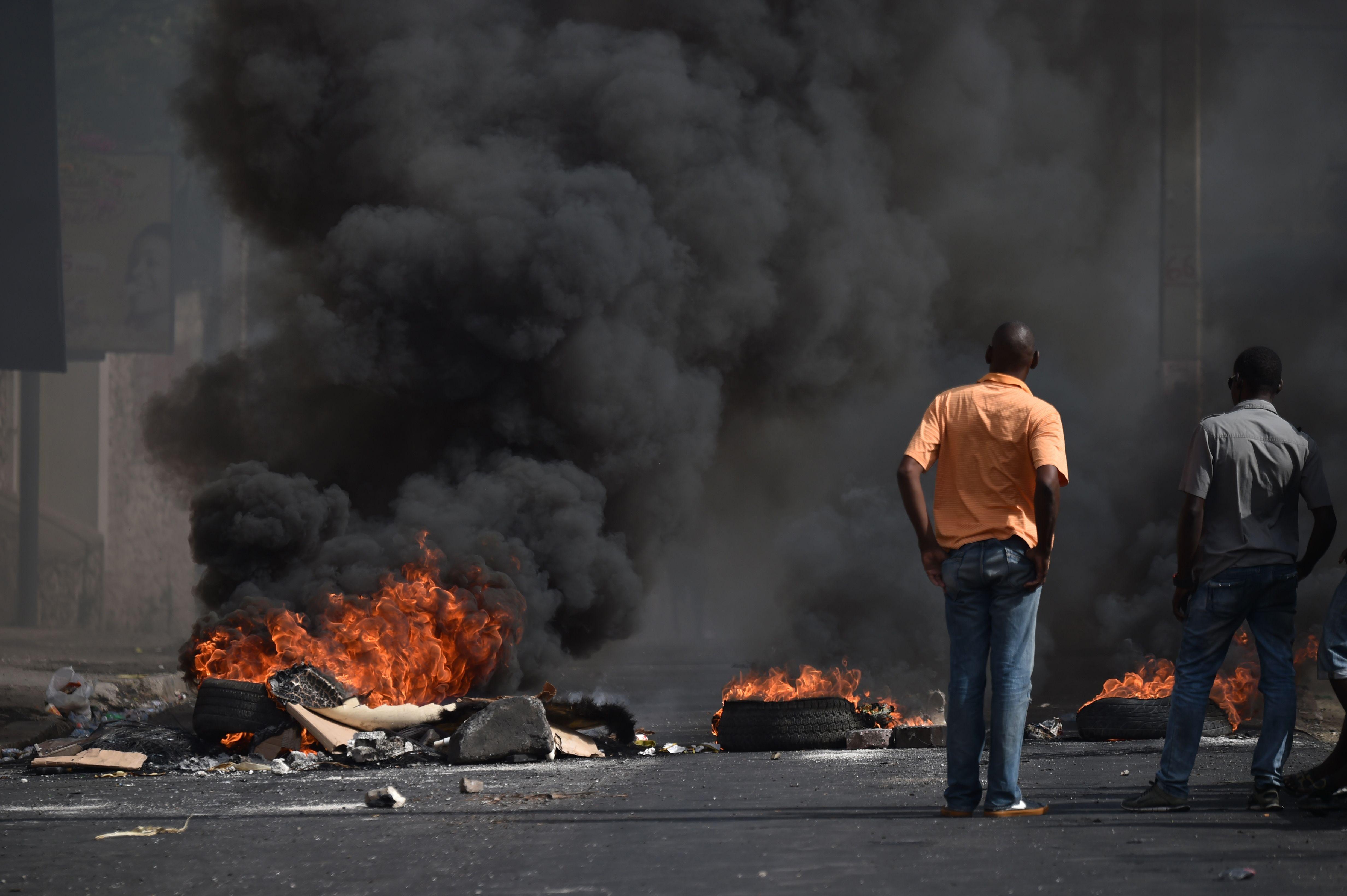 اشعال النيران فى هايتى