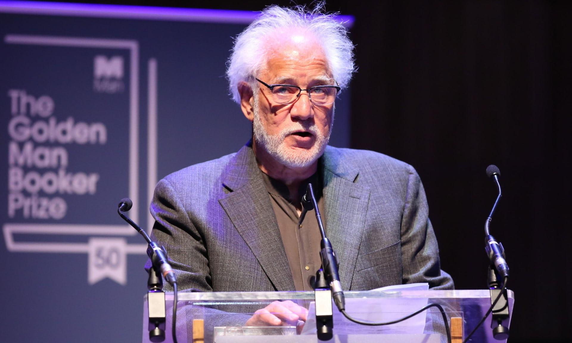 مايكل أونداتجى خلال كلمته فى حفل إعلان جائزة مان بوكر وفوز رواية المريض الإنجليزى