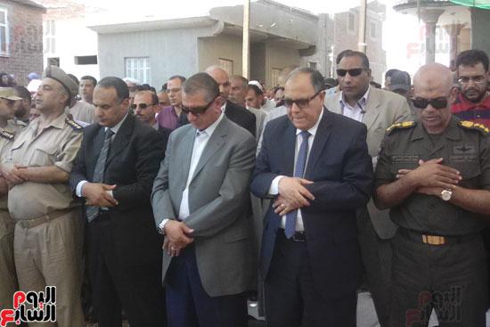 الألاف يشيعون جثمان شهيد العريش لمثواه الأخير بكفر الشيخ (5)
