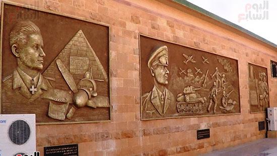 جدارية ل معارك الألمان وصورة قائدهم روميل واحد الطيارين المشهورين