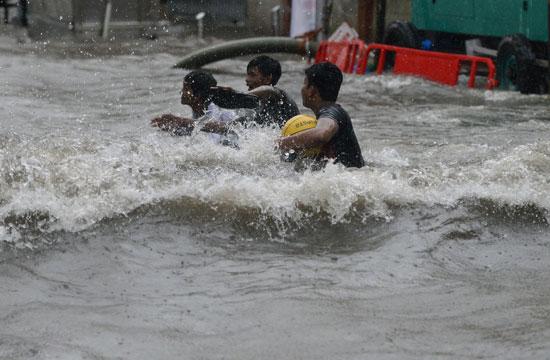 شوارع غارقة بمياه الفيضان