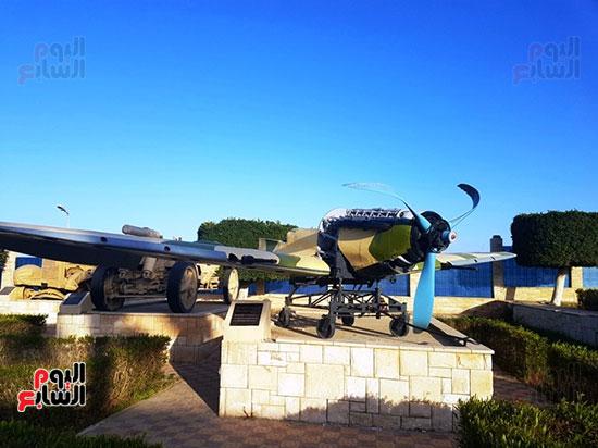 احدى الطائرات التى شاركت فى الحرب العالمية بمتحف العلمين