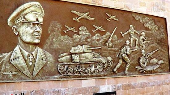 جدارية بمدخل المتحف لمعركة العلمين والقائد روميل