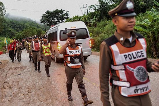 تايلاند تواصل إنقاذ أطفال الكهف بعد إخراج 4 أشخاص