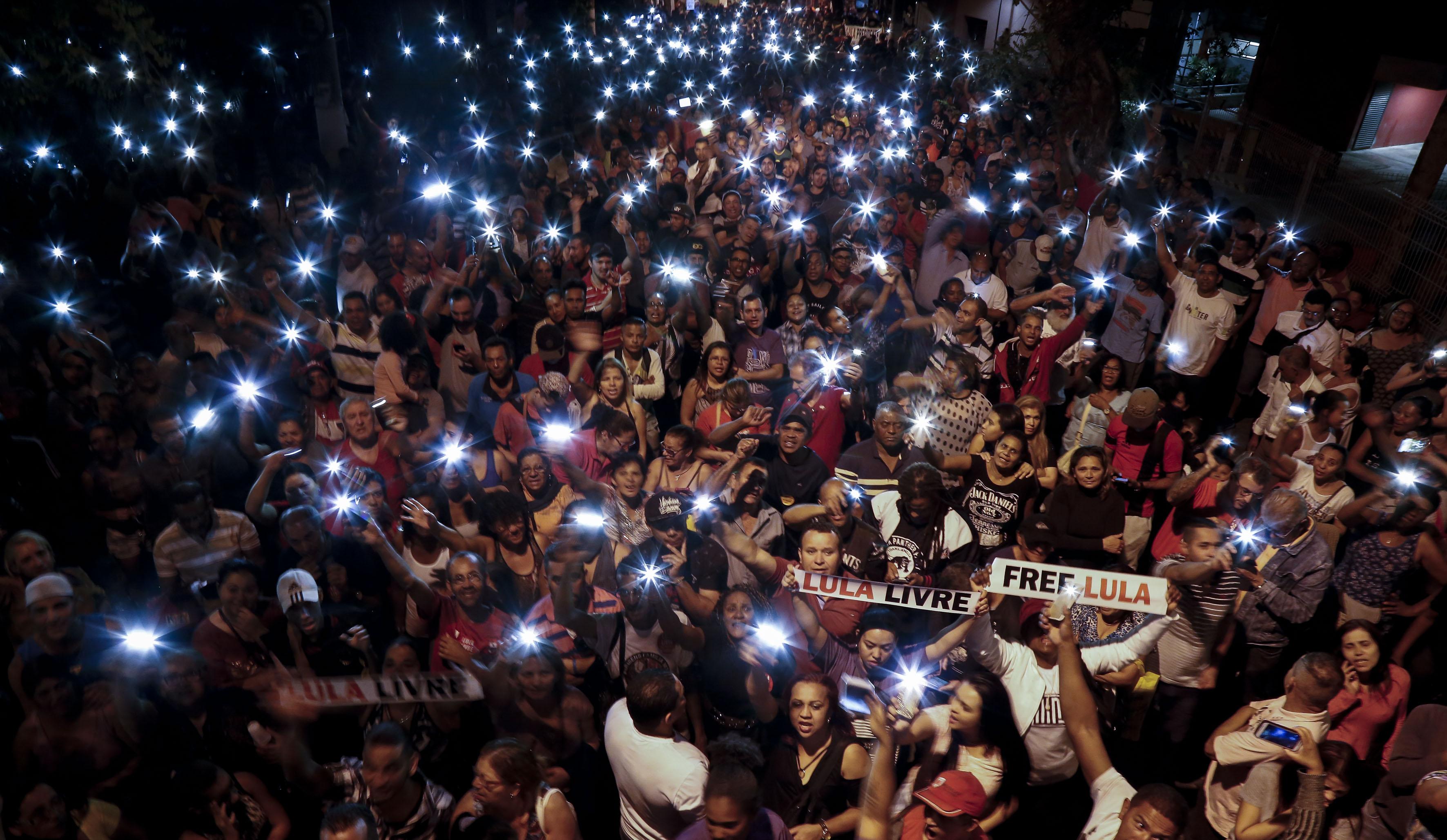 المظاهرات ليلا