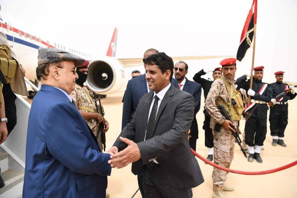 رئيس اليمن يصل المهرة لإطلاق مشروعات إعادة الإعمار بدعم من السعودية (1)