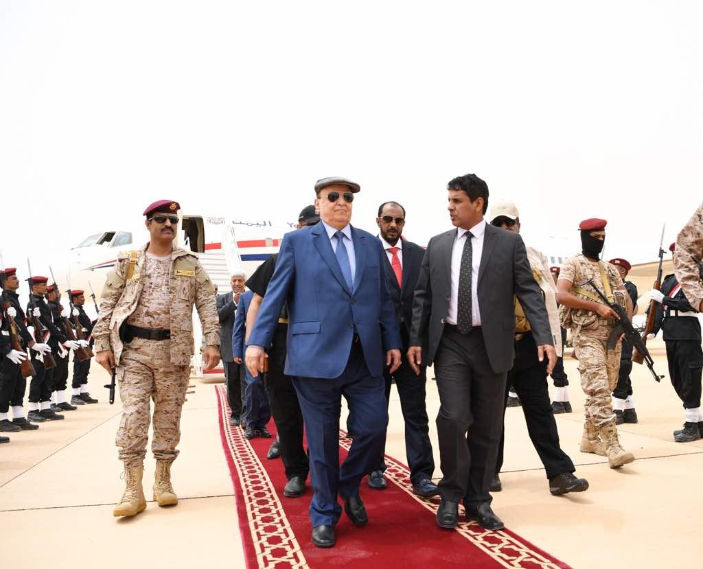 رئيس اليمن يصل المهرة لإطلاق مشروعات إعادة الإعمار بدعم من السعودية (2)