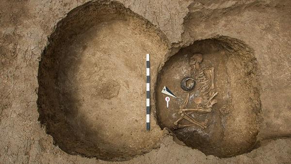 اكتشاف سرداب موتى عمره 6000 عاما