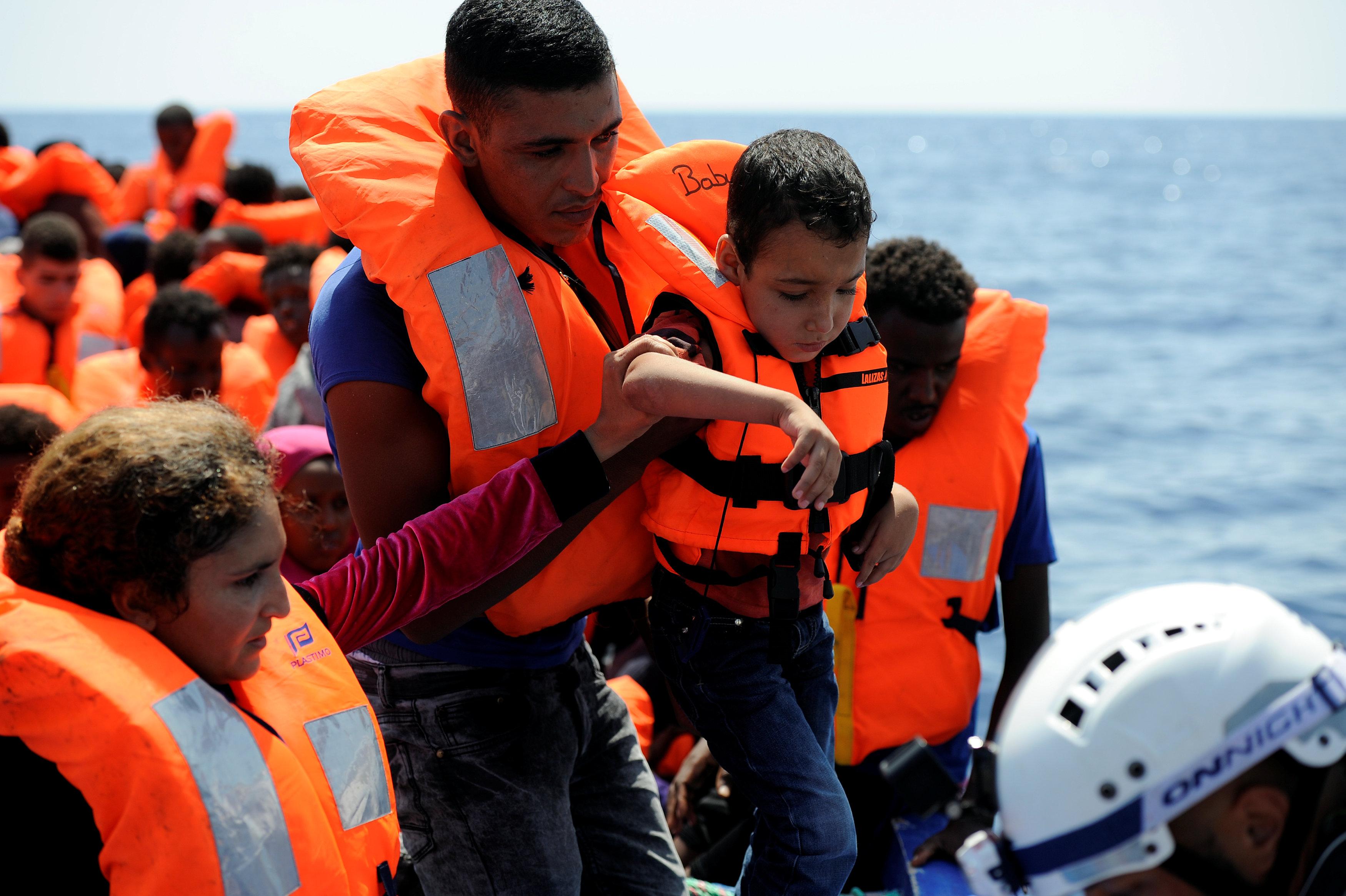 المهاجرين غير الشرعين