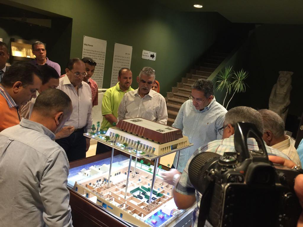 وزير الآثار يتابع أعمال متحف سوهاج لقرب افتتاحه (5)