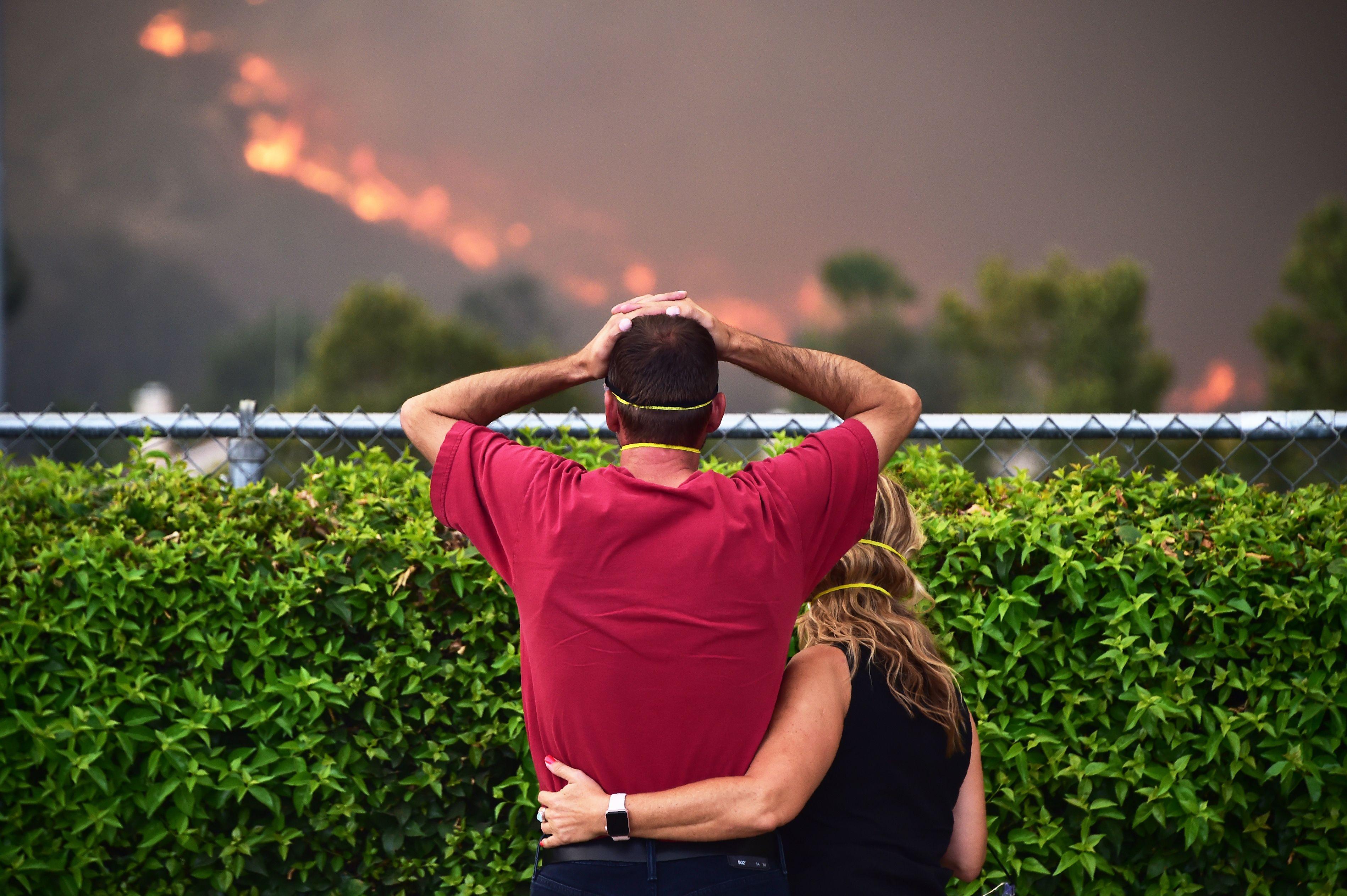 صدمة أحد الأمريكيين من حجم الحرائق