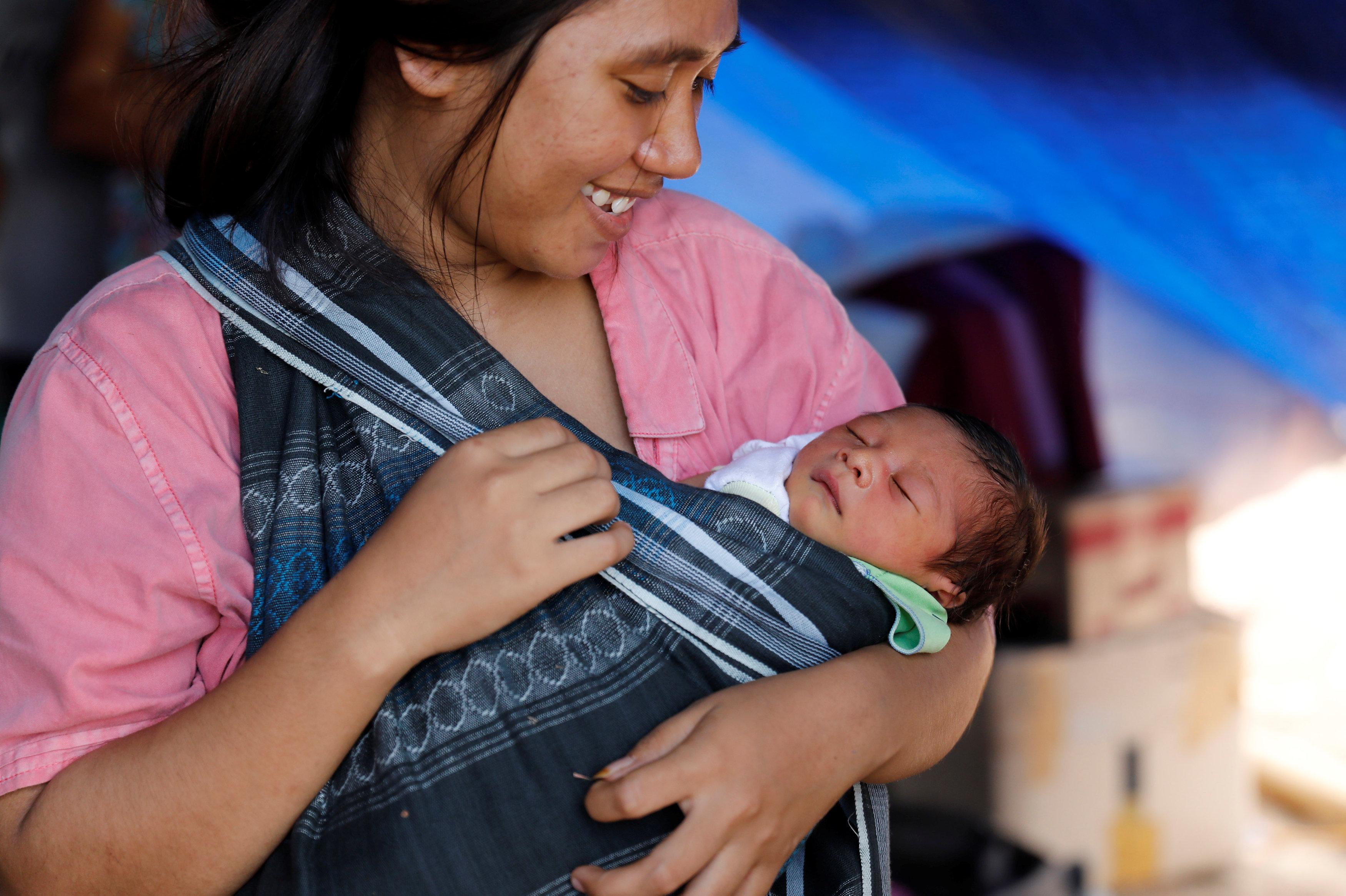 لارو رافاسيا عرفان طفل عمرة ثلاثة أيام تحتجزه والدته فى ملجأ مؤقت