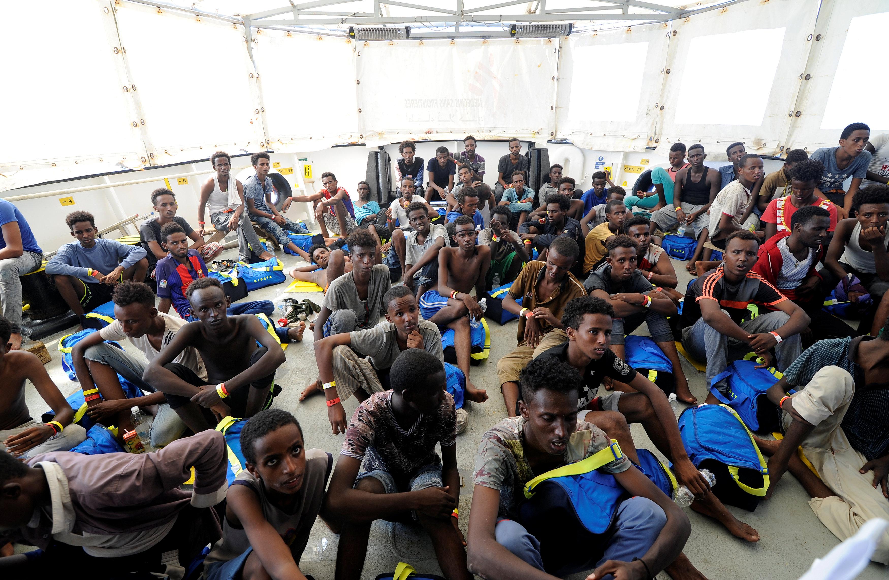 المهاجرين أثناء القاء خطبة الترحيب