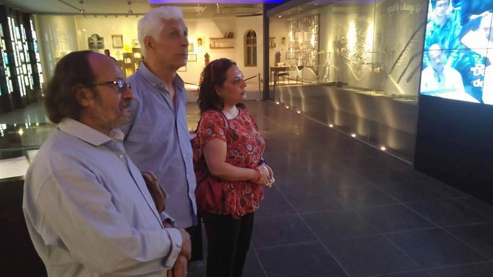 مها حسن والحبيب السالمى فى متحف محمود درويش