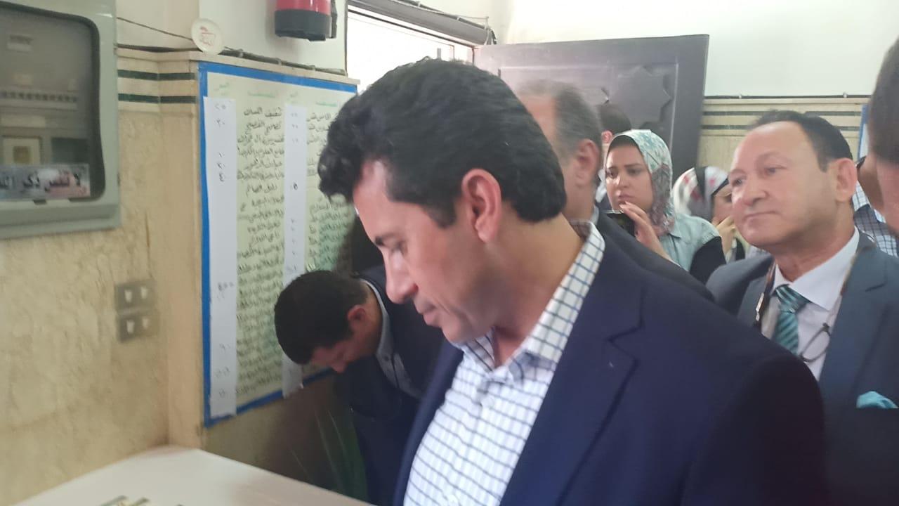 وزير الاوقاف والشباب والرياضة يفتتحان معرض الشئون الإسلامية بالإسكندرية (18)