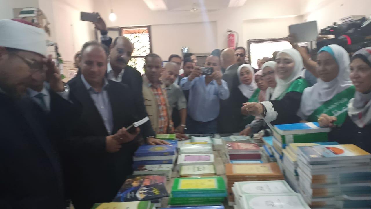 وزير الاوقاف والشباب والرياضة يفتتحان معرض الشئون الإسلامية بالإسكندرية (1)