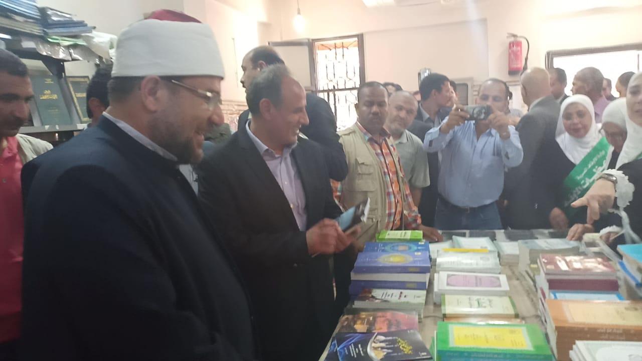 وزير الاوقاف والشباب والرياضة يفتتحان معرض الشئون الإسلامية بالإسكندرية (26)